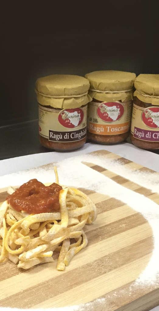 Marinaro-pasta-all'uovo-Roma-lavorazione-di-fettuccine-fresche