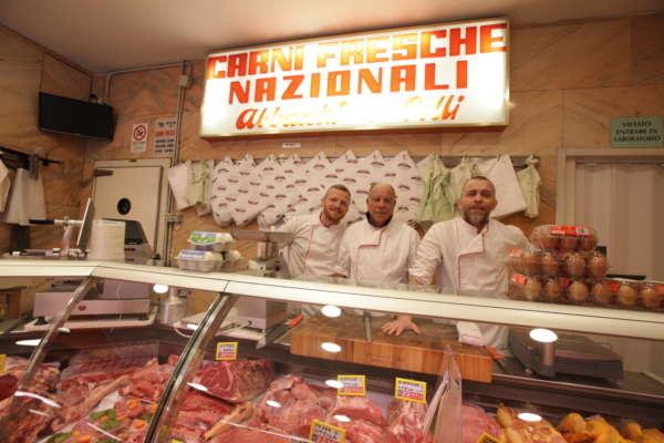 lo-staff-della-macelleria-butcher-shop