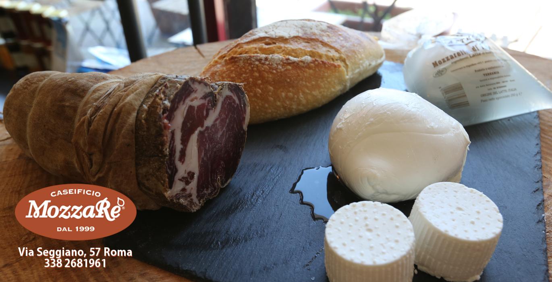 Mozzarella-di-bufala-a-Roma-del-marchio-MozzaRe-Caseificio-dal-1999